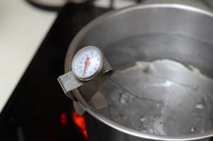 煮沸的熱水