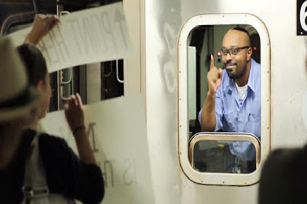 有意義行銷的威力,讓消費者喜歡妳-NY Subway Signs Experiment